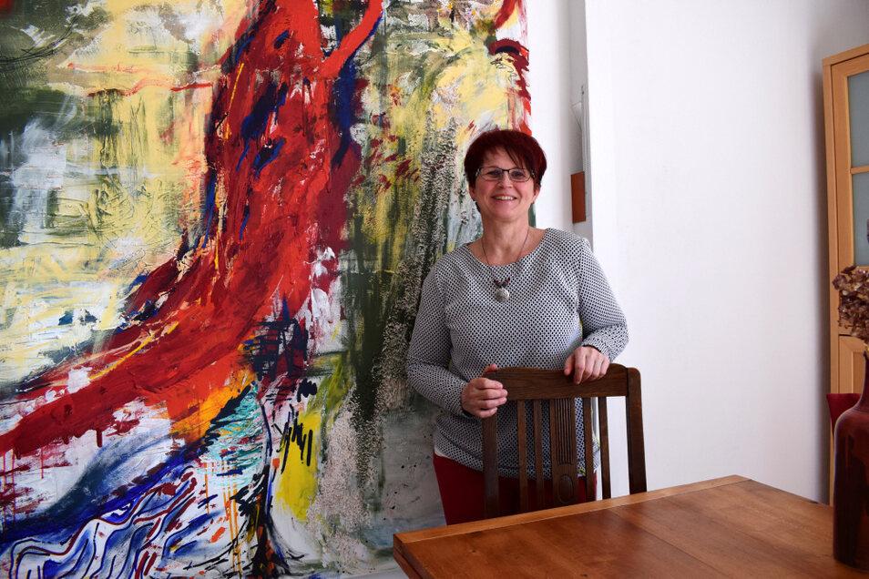 Katrin Kieschnick arbeitet seit mehreren Jahrzehnten als Hebamme. Der Job hat sich seit ihrer Anfangszeit gewandelt. Dabei sieht sie viel Fortschritt, aber auch Besinnung auf die Wurzeln.
