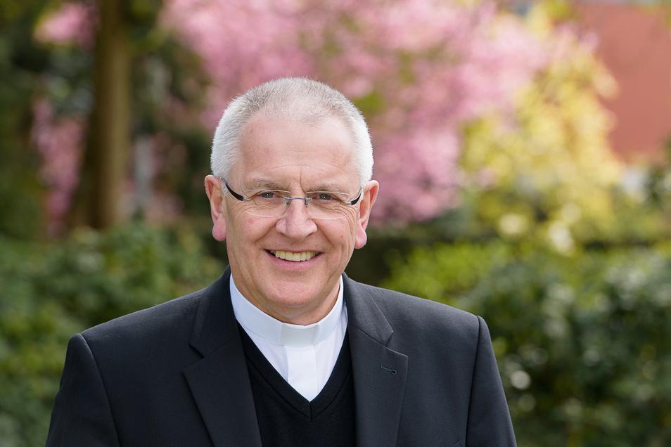 Heinrich Timmerevers, Jahrgang 1952, studierte Theologie und Philosophie in Münster und Freiburg, wurde 1980 in Münster zum Priester geweiht. Papst Franziskus ernannte ihn am 29. April 2016 zum Bischof von Dresden-Meißen.