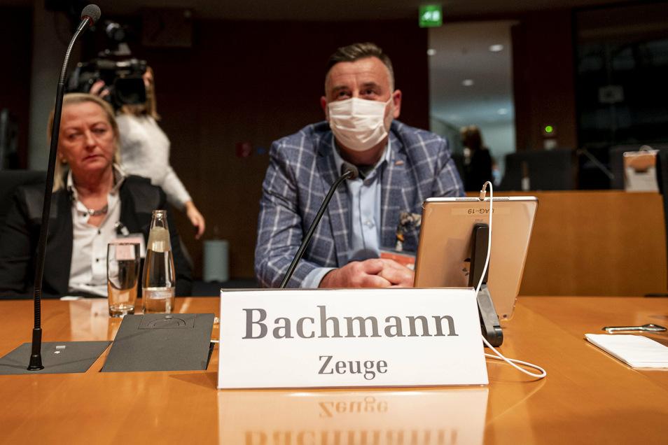 Pegida-Frontmann Lutz Bachmann sitzt als Zeuge im Bundestags-Untersuchungsausschuss zum Anschlag am Breitscheidplatz.
