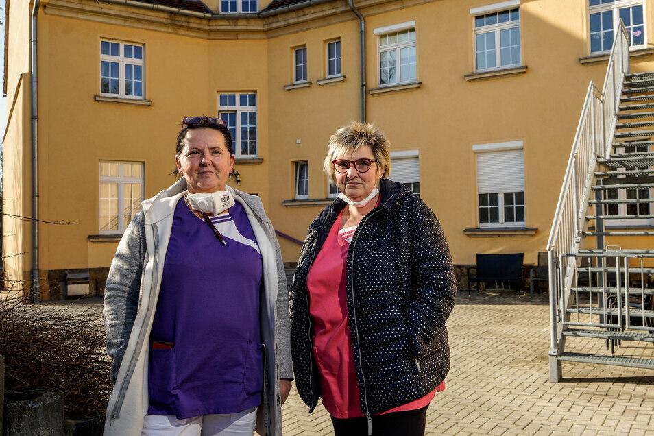 Im Wilthener Pflegeheim arbeiten mehrere Pflegekräfte aus Tschechien, die von der Grenzschließung für Pendler betroffen sind. Unter ihnen auch Anna Holla (l.), hier mit Heimleiterin Heike Tennigkeit.