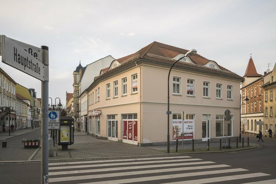 Das ehemals vom Eiscafé Florenz genutzte Ladenlokal an der Ecke vom Riesaer Boulevard und Niederlagstraße steht leer. Das soll aber nicht mehr lange so bleiben.