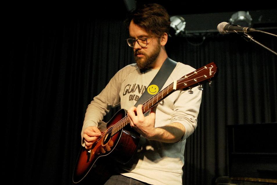 Auch privat kreativ: Robert Böhme schreibt Lieder, spielt Gitarre und singt.