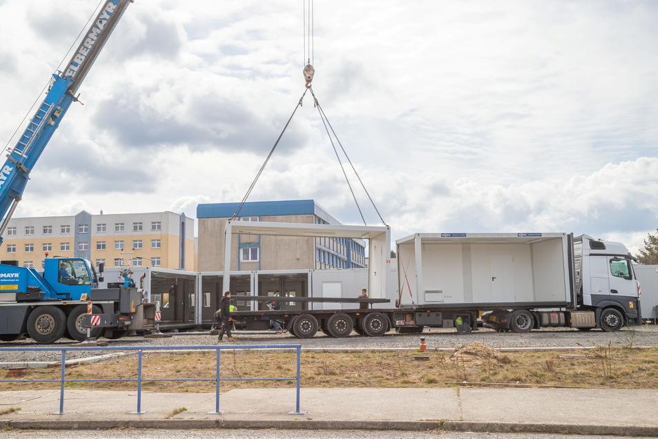 Bis Donnerstag wird die aus Containern bestehende Interimsmensa der sächsischen Polizeihochschule in Rothenburg abgebaut.