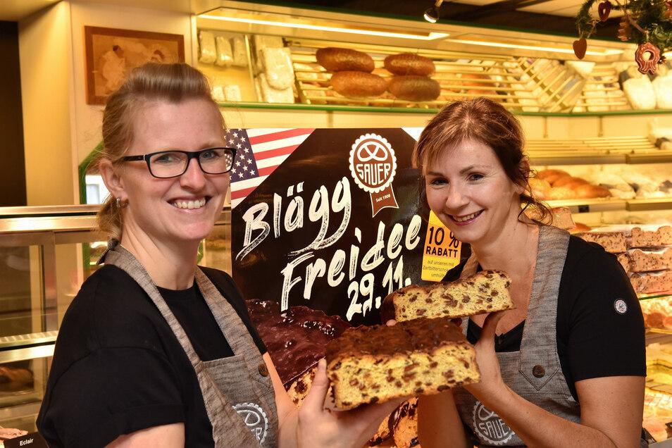 Kerstin Sauer (re.) und Susann Müller hoffen, mit dem Mailänder Stollen viele Kunden in die Bäckerei Sauer zu locken.