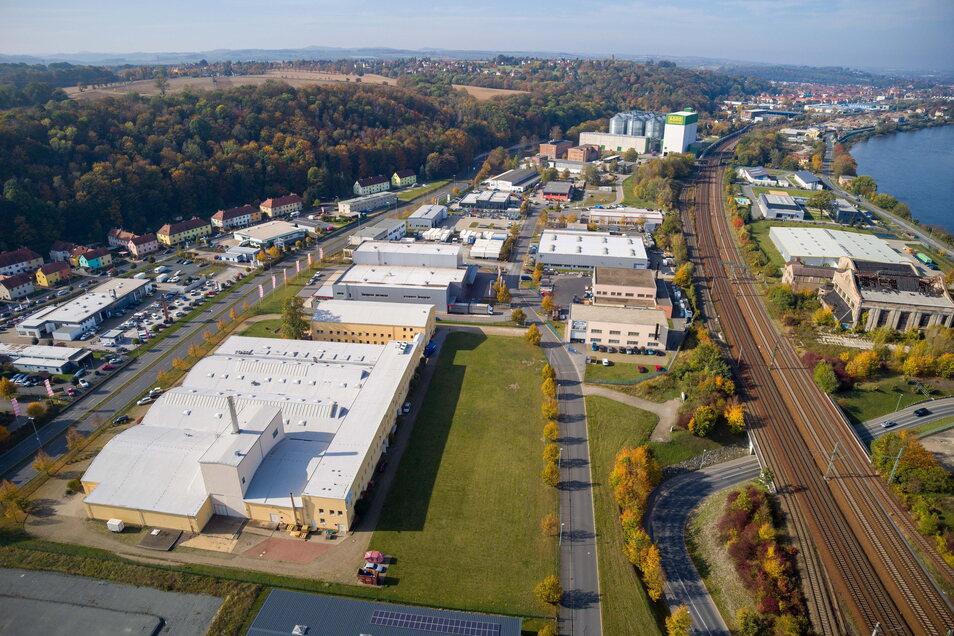 """Blick auf den Industriepark """"An der Elbe"""" in Pirna: Die Telekom baut hier das Glasfasernetz aus."""