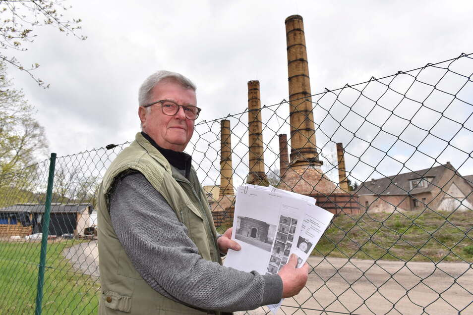 Klaus Dimter steht vor den Öfen des ehemaligen Schmelztiegelwerkes Freital, einer von vielen Industriebetrieben an der Weißeritz.
