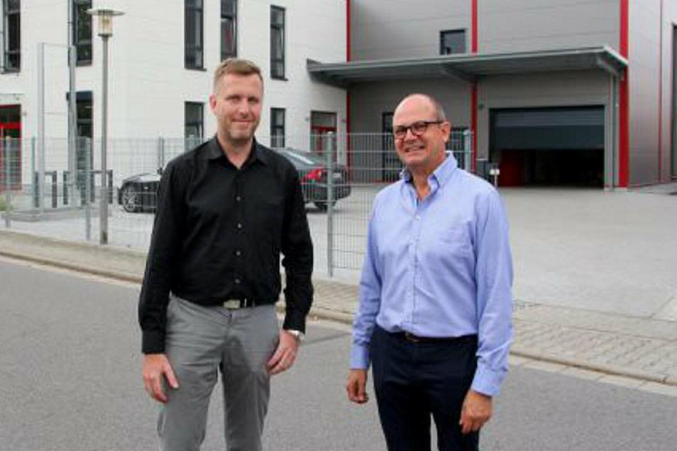 Meditech Sachsen hat seinen Sitz in Pulsnitz. Die Geschäftsführer Karsten Leonhard (l.) und Maik Lange freuen sich über die neueste Auszeichnung.