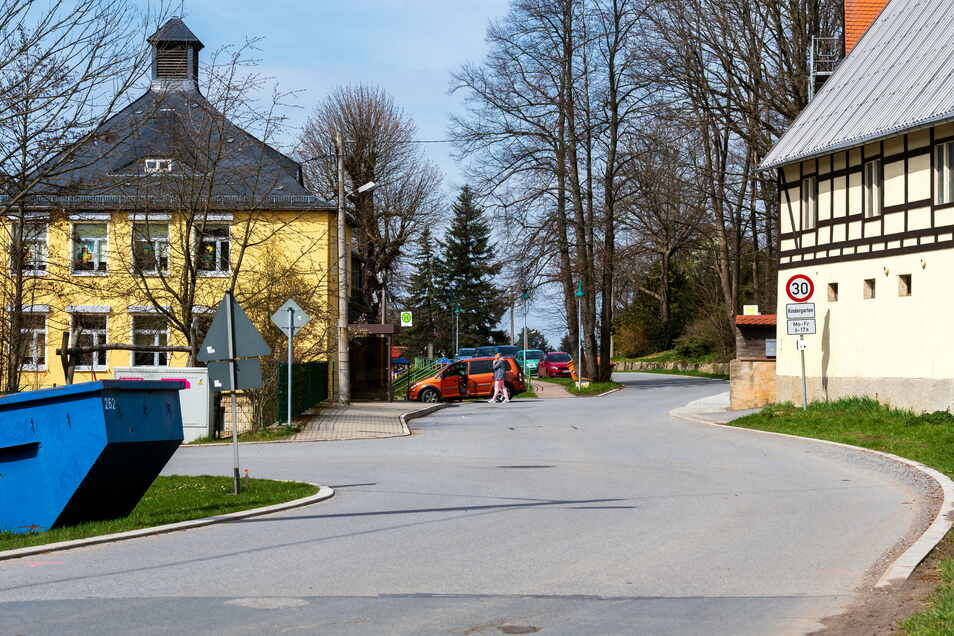Im Stolpener Ortsteil Lauterbach wird die Ortsdurchfahrt saniert. Abgeschlossen ist das Vorhaben auch nach sechs Jahren noch nicht.