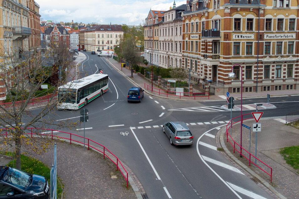 Von der Thielestraße bis zur Schillerstraße ist die Straße des Friedens als Einbahnstraße ausgewiesen.