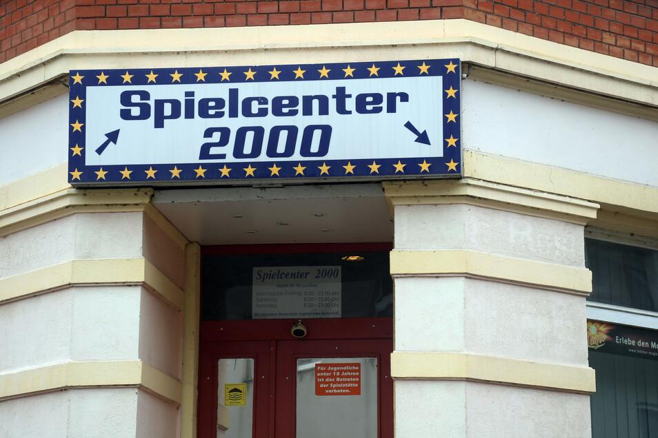 """Das """"Spielecenter 2000"""" ist eigentlich zu nah an der Pestalozzi-Oberschule. Dennoch öffnet es täglich und die Parteien streiten sich vor Gericht."""