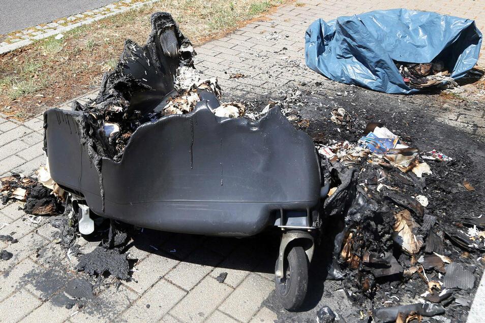 Beim Brand einer Papiertonne in Döbeln entstand ein Schaden in Höhe von einigen hundert Euro.