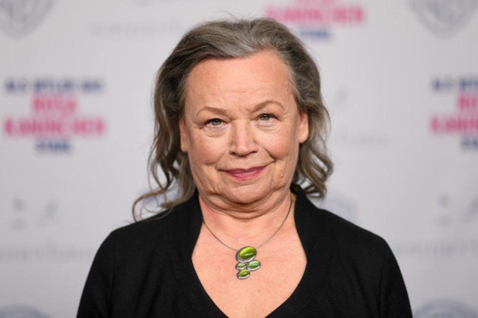 """Sie wird oft gebucht für Figuren aus den unteren Gesellschaftsschichten. Doch Ursula Werner kann auch Glamour, hier bei der Premiere des Films """"Als Hitler das rosa Kaninchen stahl""""."""