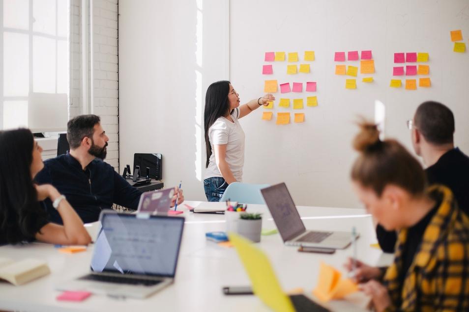 Zusammen Neues lernen, das wünschen sich viele Arbeitnehmer von ihren Chefs.