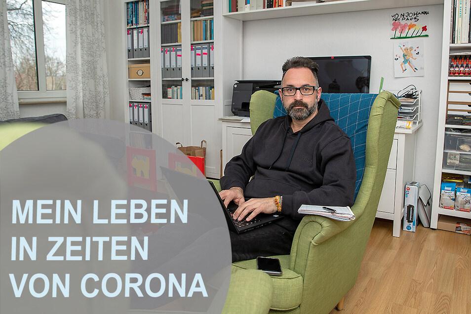 Sächsische.de-Reporter Thomas Möckel: Arbeiten im Wohnzimmer.