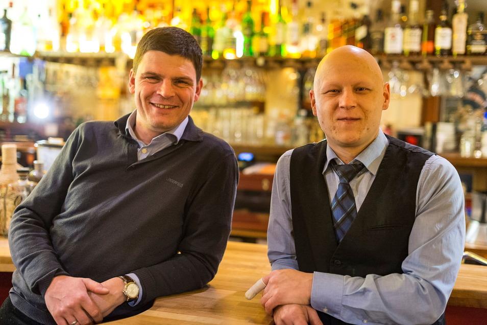 """Enrico Kasper (links) ist in Görlitz als Wirt der Altstadtkneipe """"Salü"""" bekannt geworden. Jetzt ist er auch Verwaltungschef der Europa Chor Akademie."""