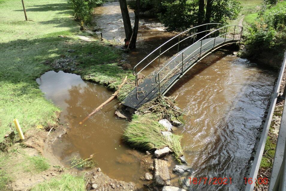 Das Hochwasser hat die Widerlager an den Brücken im Sebnitztal ausgespült.