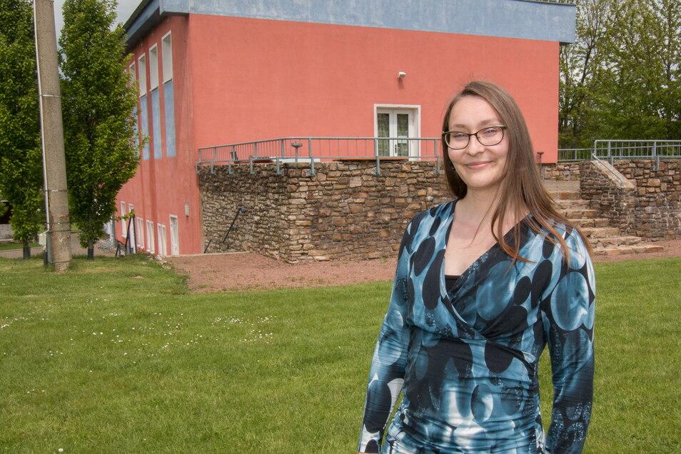Zum Freizeitzentrum in Massanei gehört ein großes Außengelände. Die Giebelwand des Hauses soll mit einem weithin sichtbaren Graffiti gestaltet werden.