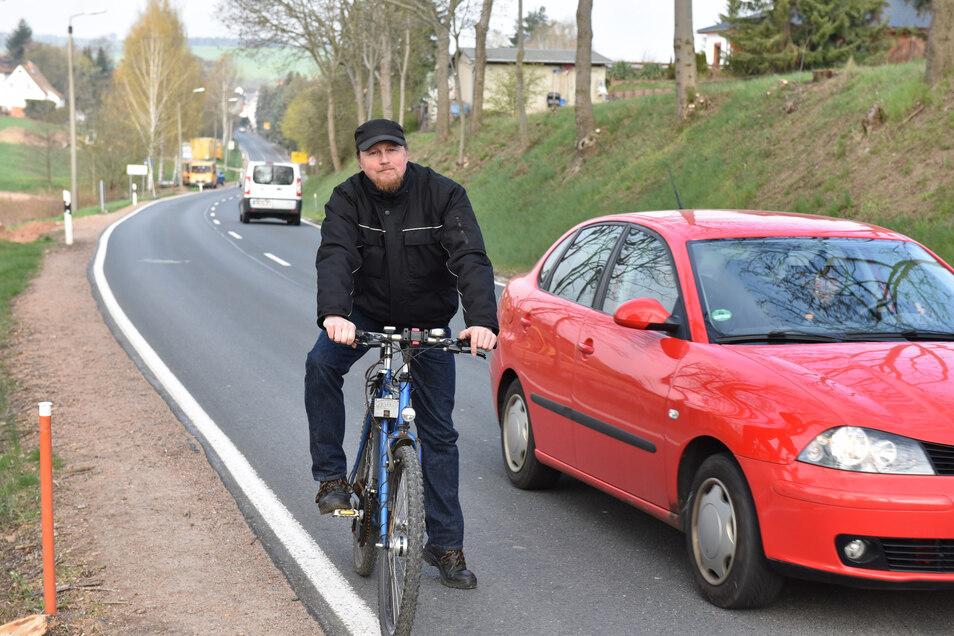 Eckart Böhm ist hier mit dem Fahrrad zwischen Reinholdshain und Dippoldiswalde unterwegs, eine Strecke in der Stadt, wo ein Radweg dringend nötig wäre.