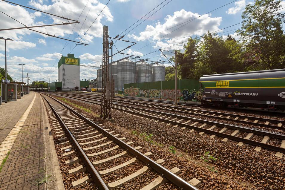Rechts und links der Gleise in Großsedlitz ist nicht mehr viel Platz und doch sollen hier zusätzliche Gleise und der Bereich vor dem Tunneleingang mit dem Überholbahnhof gebaut werden.