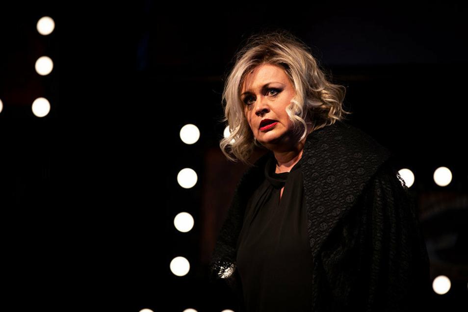 Yvonne Reich als alternde Theaterdiva Jane Percy Mulligan.