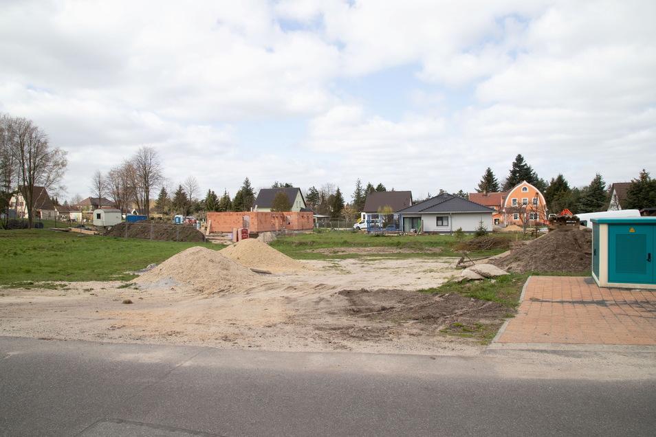 Bauland ist in der Stadt Niesky begehrt. Das zeigt sich auch am Hessenweg bei ETN. Doch hier handelt es sich um Grundstücke aus Privathand, die bebaut werden.