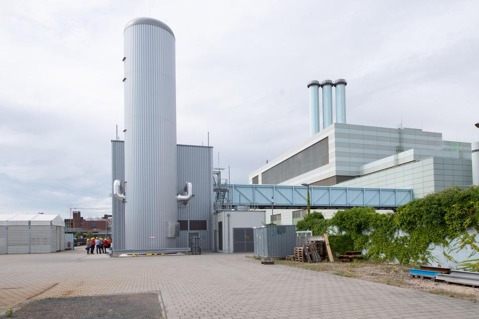 Diese neue Elektrodenheizkesselanlage wurde 2019 neben dem Kraftwerk in Betrieb genommen. Dieser Riesen-Tauchsieder schafft neue Möglichkeiten, damit die Energieversorgung noch kostengünstiger und flexibler wird.