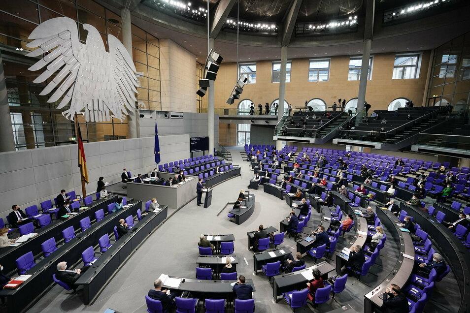 Der Bundestag hat sprachliche Relikte des Nazi-Regimes aus dem deutschen Namensänderungsrecht getilgt.