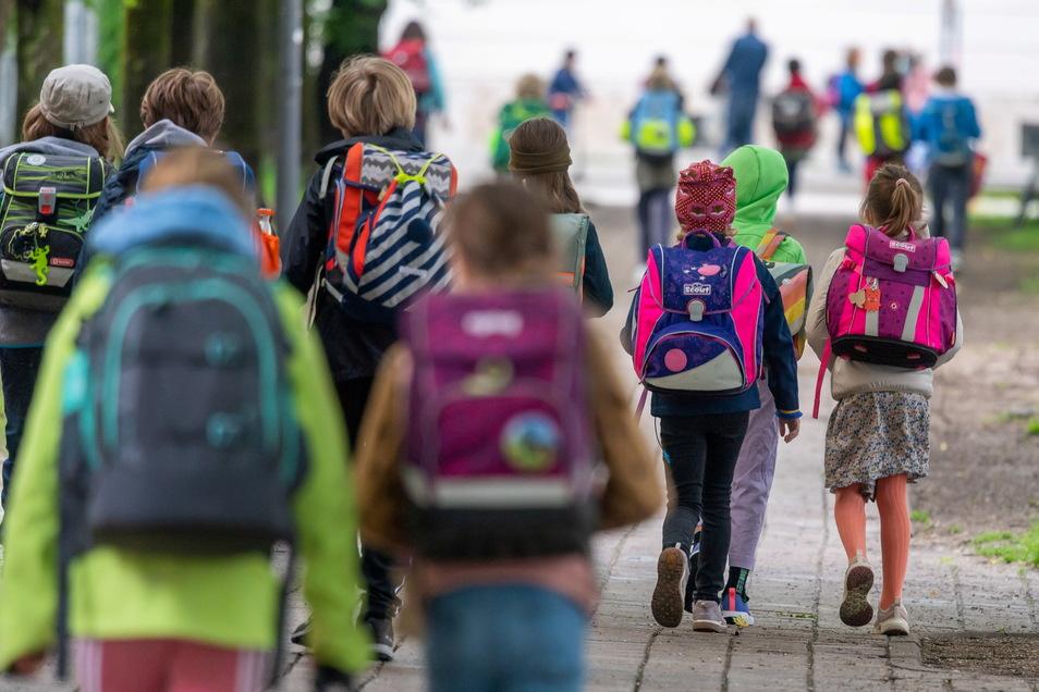 Insgesamt werden nur noch wenige Corona-Neuinfektionen gemeldet. Von den zwölf bekannten Neuinfektionen an Dresdner Schulen sind jedoch elf auf die neue Delta-Variante zurückzuführen.