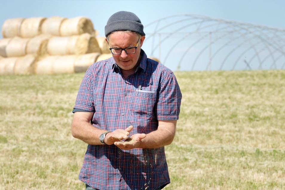 Vom Winde verweht? Das darf mit den Böden der Lommatzscher Pflege nicht passieren, sagt Öko-Landwirt Nikola Burgeff von Hof Mahlitzsch. Er hat Ideen, wie sich Dürre-Folgen eindämmen lassen.