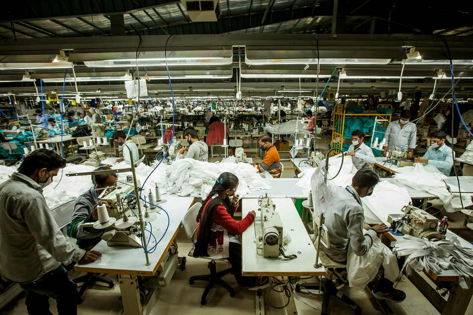 Transfair möchte Arbeitsbedingungen in Entwicklungsländern wie in dieser Textilfabrik in Madhya Pradesh in Indien verbessern. Seit 1992 gibt es den Verein.
