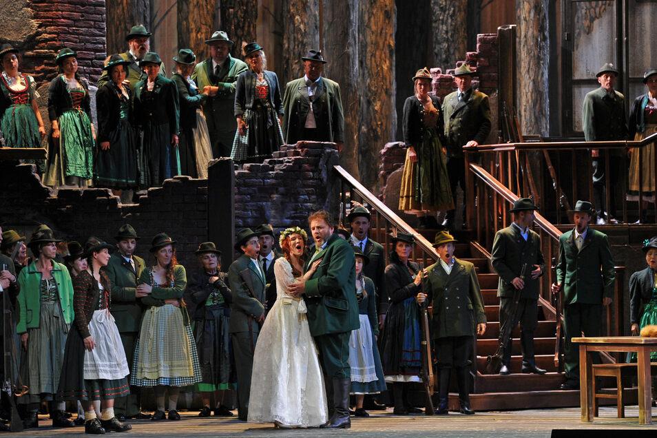 """Szene aus dem """"Freischütz"""", wie ihn Dresdner Bühnen bieten."""