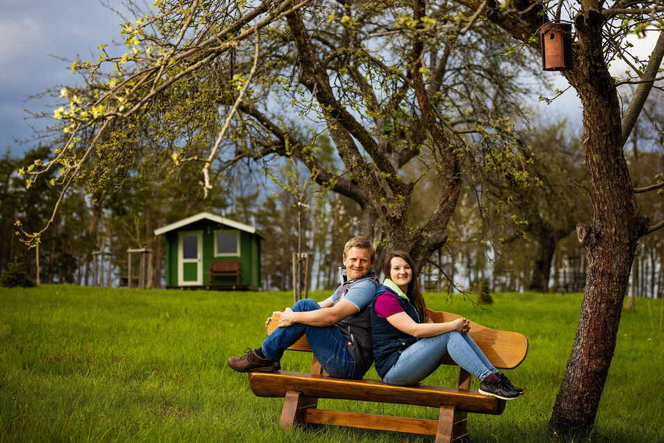 Elisabeth und Daniel Barth lassen sich vom Landschaftspflegeverband beraten.