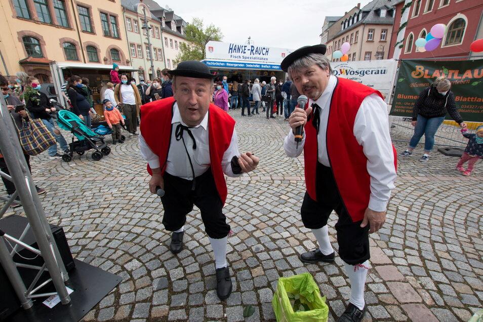 Uwe Kuhnert (rechts) und Uwe Schmidt vom Spindelfaschingsclub haben die Besucher des Waldheimer Frischemarktes als Herzige Wildbuben unterhalten.