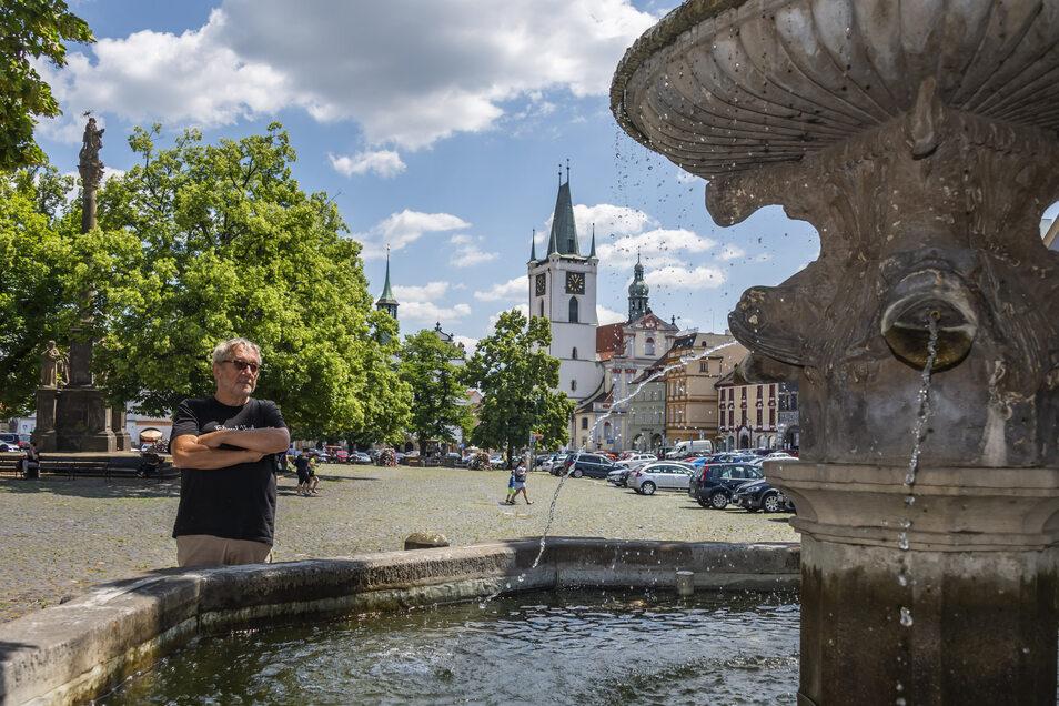 Zdenek Bárta liebt seine Stadt Litomerice. Als Pfarrer und Dissident setzte er sich schon vor Jahrzehnten für das Kleinod ein, zusammen mit vielen anderen. Die stolzen Bürgerhäuser von Leitmeritz erzählen auch noch andere Geschichten.