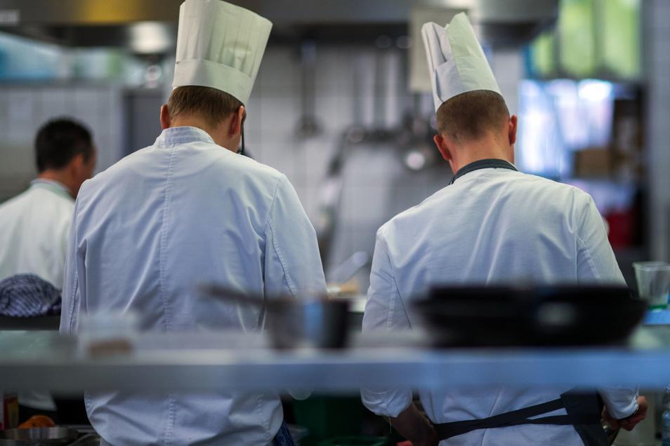 In Dresden haben die ersten Azubis bereits ihren Ausbildungsvertrag in Gastronomie und Hotellerie gekündigt.