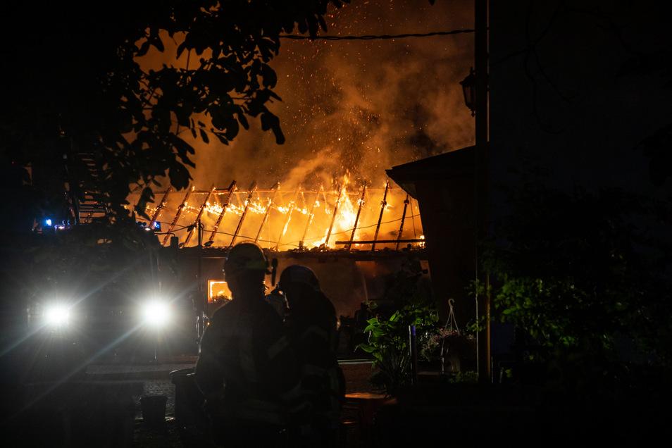 Sonntagabend, kurz vor Mitternacht, brannte in Brauna der Pferdestall eines Dreiseithofes.