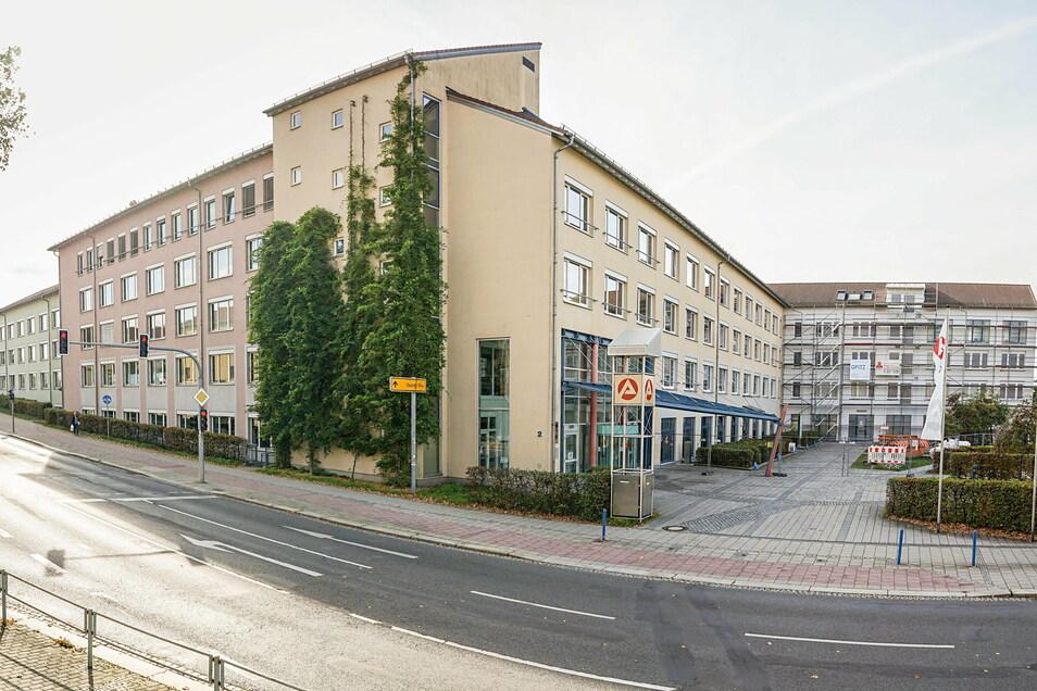 In den Büros der Arbeitsagentur Bautzen sind zahlreiche Mitarbeiter umgesetzt worden, um die steigende Zahl von Kurzarbeits-Meldungen zu bewältigen.