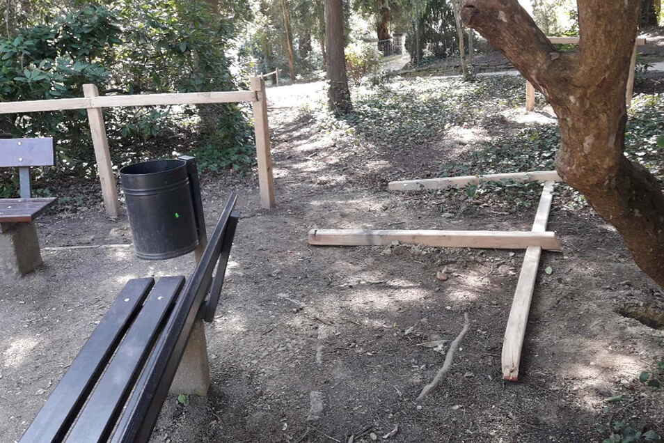 Umgelegte Geländer im Görlitzer Stadtpark.