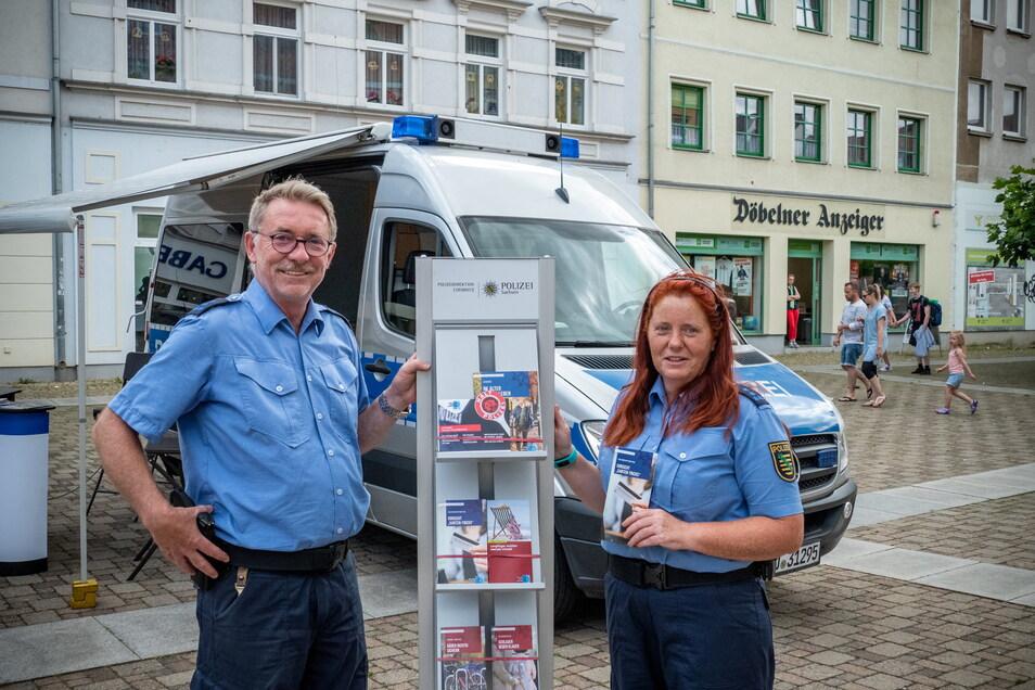Im vergangenen Jahr hat das Präventionsmobil der Polizei mit Polizeihauptmeisterin Jana Kürschner und Polizeihauptmeister Andreas Pforte auf dem Döbelner Niedermarkt Station gemacht.