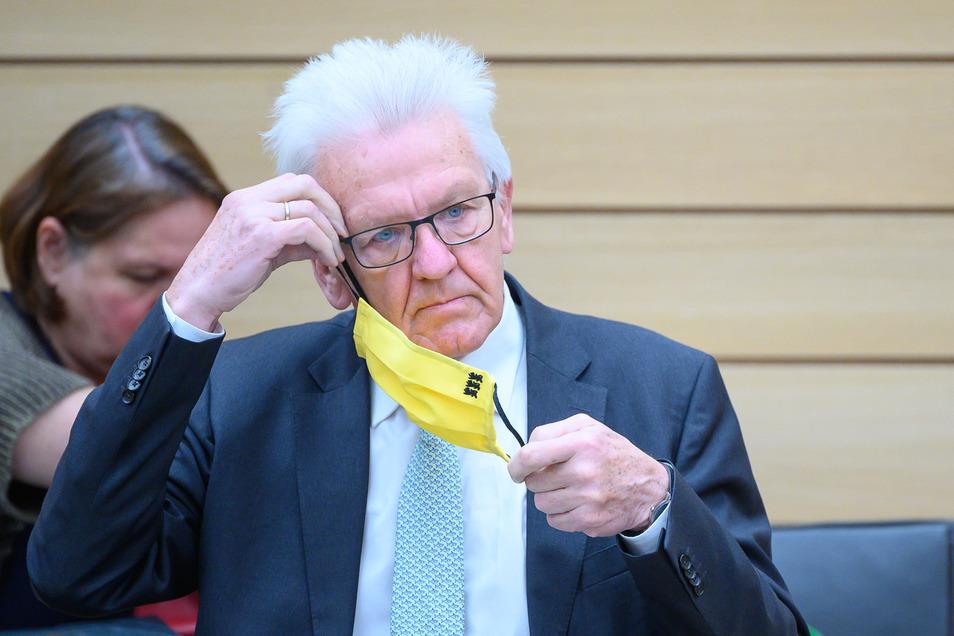 """""""Zusammenbleiben kann man nicht, wenn jeder schon vorher beschlossen hat, was er macht:"""" Winfried Kretschmann (Bündnis 90/Die Grünen), Ministerpräsident von Baden-Württemberg, kritisiert das uneinheitliche Vorgehen der Bundesländer in der Corona-Krise."""