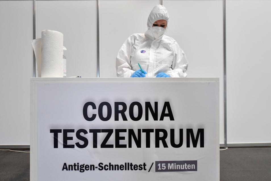 In Dresden sind inzwischen mehr als 110 Testzentren aufgebaut worden. Und sie dürften in den nächsten Wochen noch stärker gefragt sein.