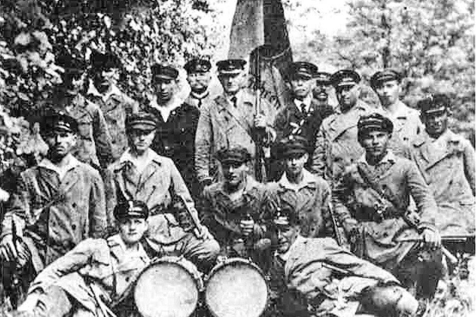 Die Aufnahme zeigt Mitglieder des Reichsbanner-Spielmannzuges Zehren. Nach 1933 wurden alle Arbeitervereine und Organisationen von den Nazis verboten.