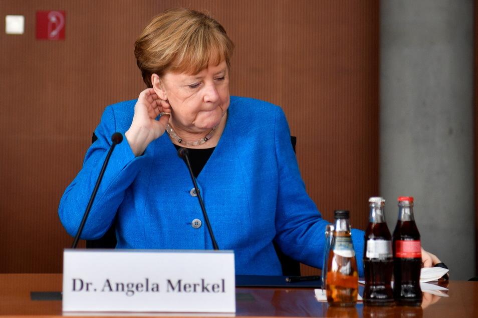 Bundeskanzlerin Angela Merkel (CDU) sitzt vor dem Wirecard-Untersuchungsausschuss.