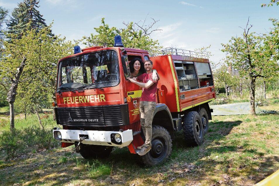 Jede gute Expedition braucht ein Basislager. Familie von Schieszl hat ihres in einem Garten in Weinböhla aufgeschlagen. Dort bauen sie das alte Feuerwehrauto um, das die Kameraden der Kötzschenbrodaer Wehr ausrangiert haben.