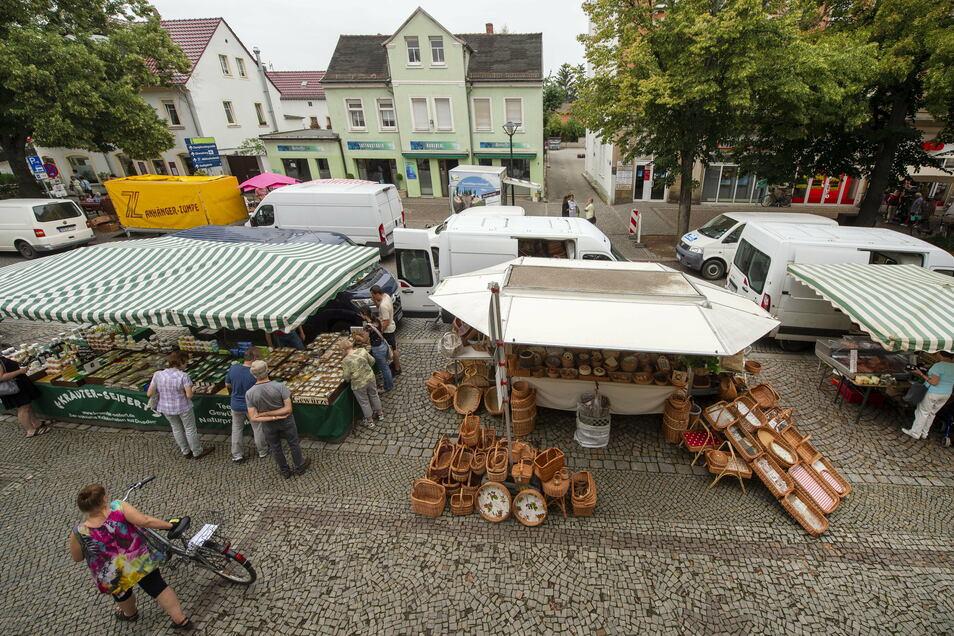 Seit Frühsommer dieses Jahres bauen Händler immer am dritten Sonnabend des Monats ihre Stände auf der Bahnhofstraße auf.