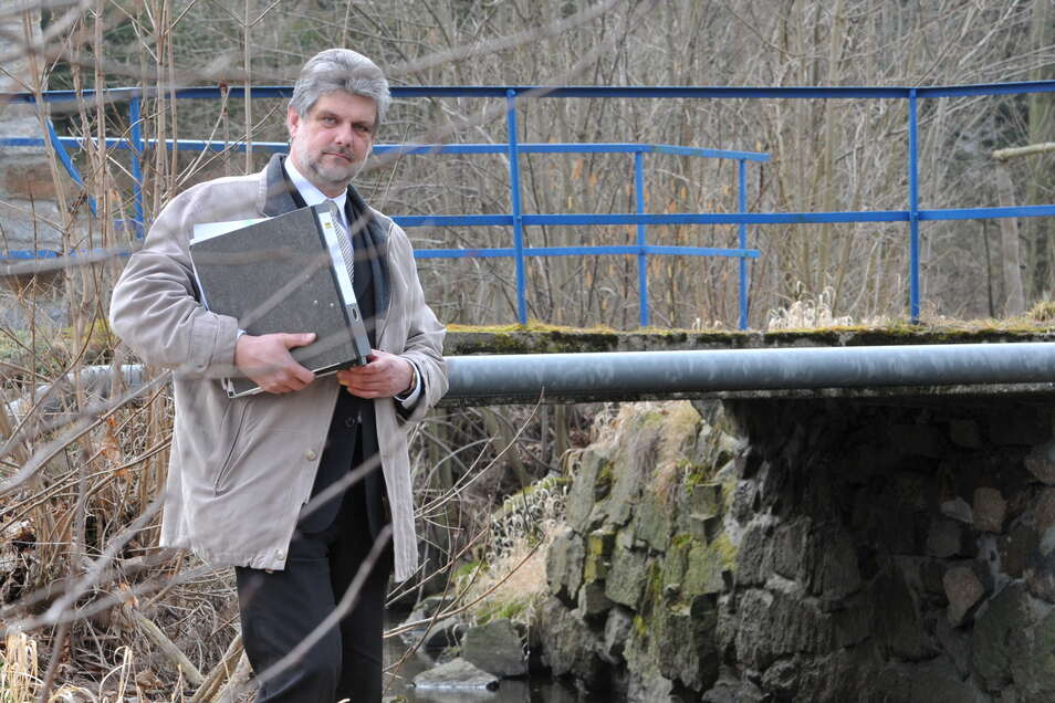 Hochwasserschutz braucht einen langen Atem, weiß Großschweidnitz' Bürgermeister Jons Anders. Diese Brücke in Kleinschweidnitz nach der 2010er Flut hochwassersicher wieder aufzubauen, war bürokratisch aufwendiger, als gedacht.