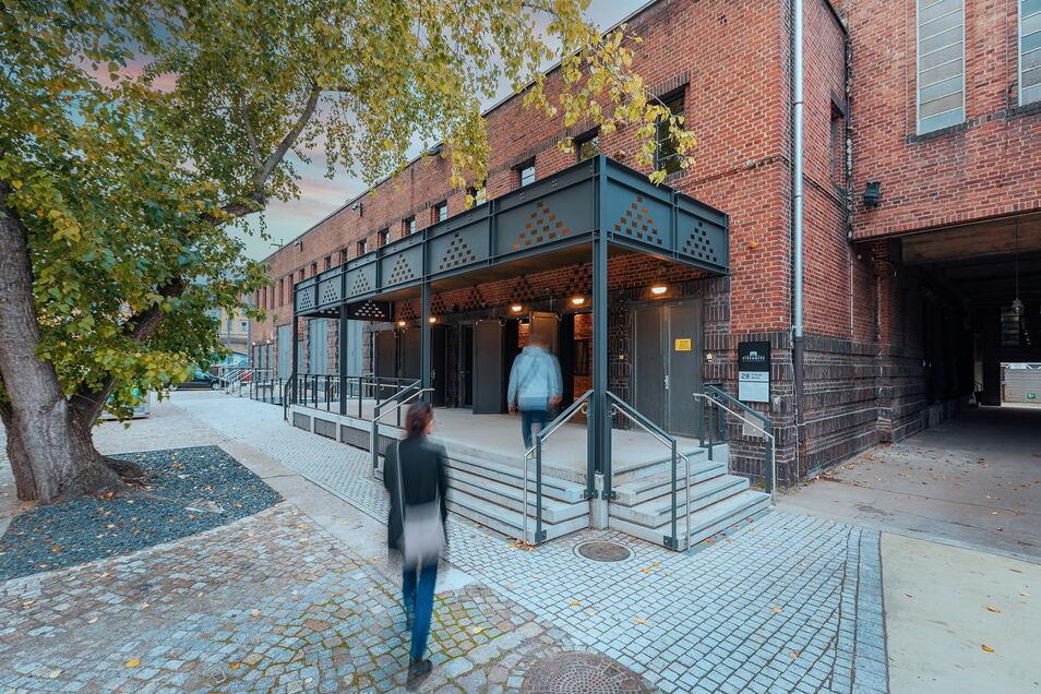 Der Eingangsbereich des ehemaligen Clubs Kraftwerk Mitte wurde neu gestaltet und überdacht.