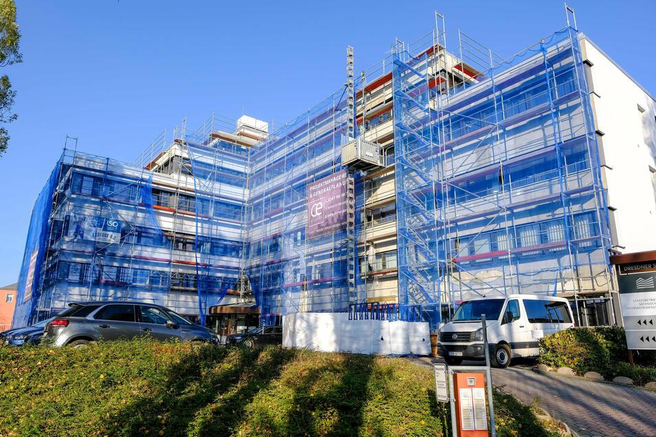 Der Bürokomplex Dresdner Straße 78 in Radebeul wird derzeit saniert. Im vorigen Jahr mietete der Freistaat in dem Objekt rund 12.000 Quadratmeter neu an.