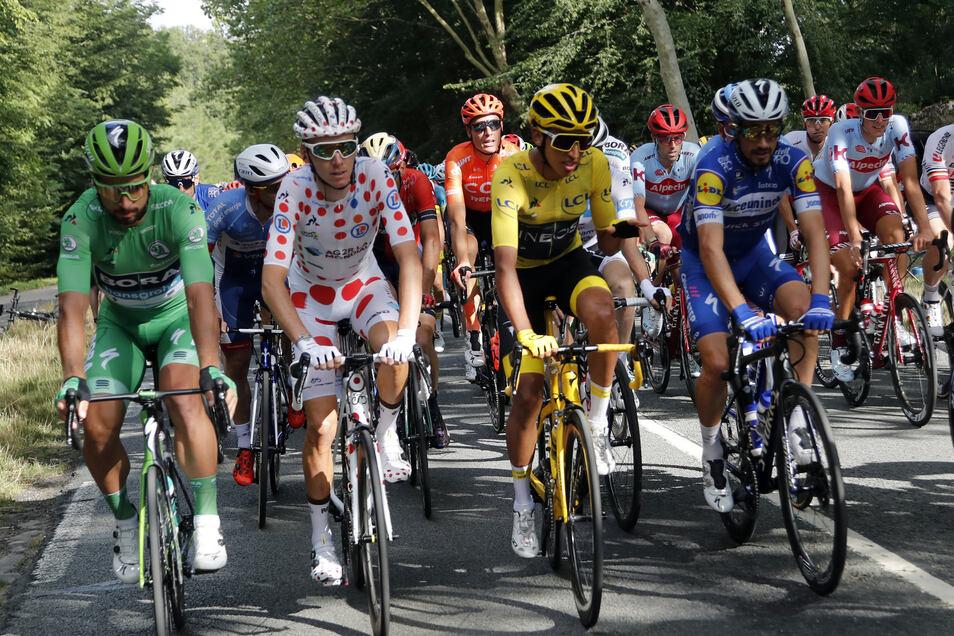 Die Gewinner der Einzelwertungen:Peter Sagan (l-r) aus der Slowakei im Grünen Trikot des Führenden in der Sprintwertung, Romain Bardet aus Frankreich im Gepunkteten Trikot des Führenden in der Bergwertung, Egan Arley Bernal Gomez aus Kolumbien von Team I