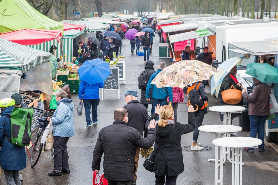 Reges Treiben herrschte letzte Woche noch auf dem Dresdner Lingnermarkt. Jetzt ist es damit erst einmal vorbei.